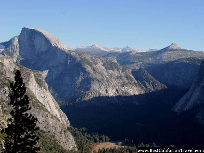 The Sierra Mountains and Yosemite Valley seen from the Yosemite Falls Trail.